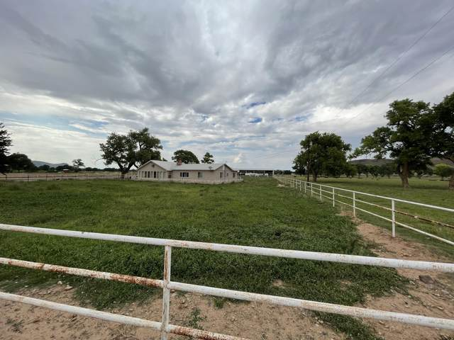 85 Entrada Aragon Road, Los Lunas, NM 87031 (MLS #996602) :: Campbell & Campbell Real Estate Services