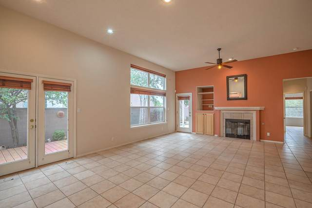 5723 Vulcan Vista Drive NE, Albuquerque, NM 87111 (MLS #997389) :: Berkshire Hathaway HomeServices Santa Fe Real Estate