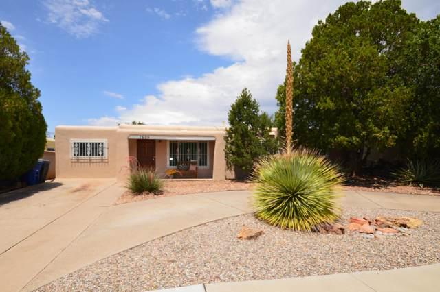7609 Hannett Avenue NE, Albuquerque, NM 87110 (MLS #997402) :: Sandi Pressley Team