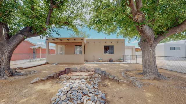 810 Delamar Avenue NW, Albuquerque, NM 87107 (MLS #997431) :: Berkshire Hathaway HomeServices Santa Fe Real Estate