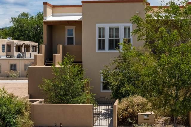 632 14TH Street SW, Albuquerque, NM 87102 (MLS #997607) :: Berkshire Hathaway HomeServices Santa Fe Real Estate