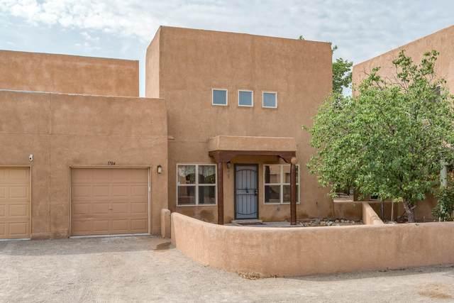 1704 Corte De Pimienta NW, Albuquerque, NM 87104 (MLS #997627) :: Berkshire Hathaway HomeServices Santa Fe Real Estate