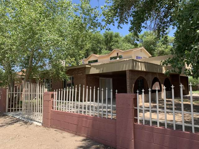 1301 Mora Place SW, Albuquerque, NM 87105 (MLS #997951) :: Campbell & Campbell Real Estate Services
