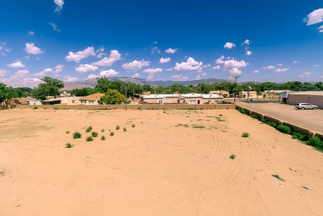 7221 E Zia View Court NW, Los Ranchos, NM 87107 (MLS #998155) :: Campbell & Campbell Real Estate Services