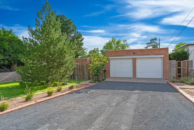 929 Avenida Estrellita NE, Albuquerque, NM 87110 (MLS #998203) :: Keller Williams Realty