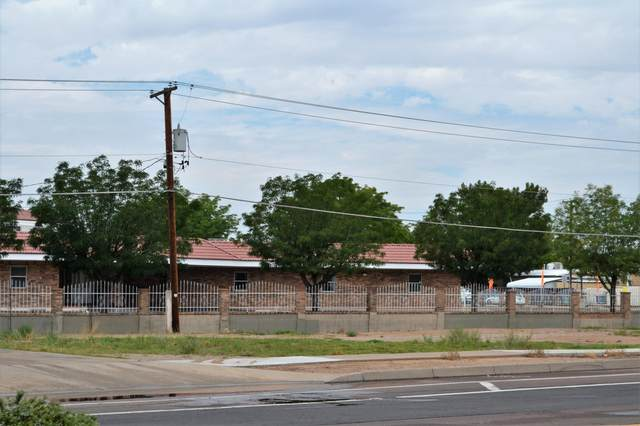 1525 Atrisco Drive NW, Albuquerque, NM 87105 (MLS #998293) :: Campbell & Campbell Real Estate Services