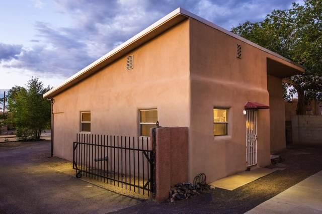 5304 Summer Avenue NE, Albuquerque, NM 87110 (MLS #998530) :: Campbell & Campbell Real Estate Services