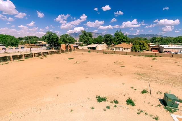 7220 W Zia View Court NW, Los Ranchos, NM 87107 (MLS #998648) :: Campbell & Campbell Real Estate Services