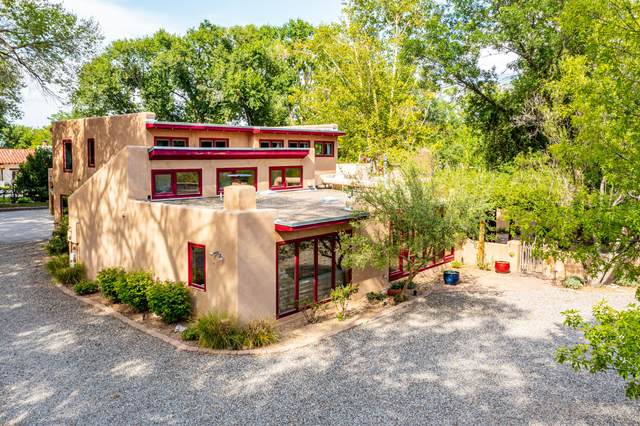 532 Westgate Lane NW, Los Ranchos, NM 87107 (MLS #999373) :: Campbell & Campbell Real Estate Services