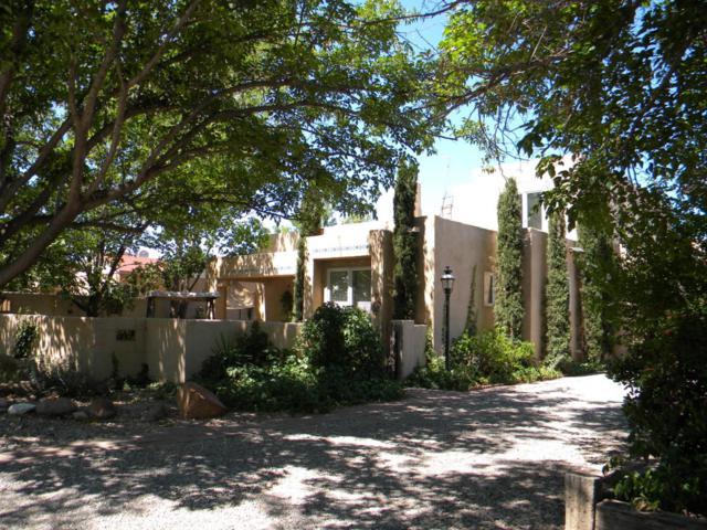 6707 Elwood Drive NW, Los Ranchos, NM 87107 (MLS #897829) :: Will Beecher at Keller Williams Realty