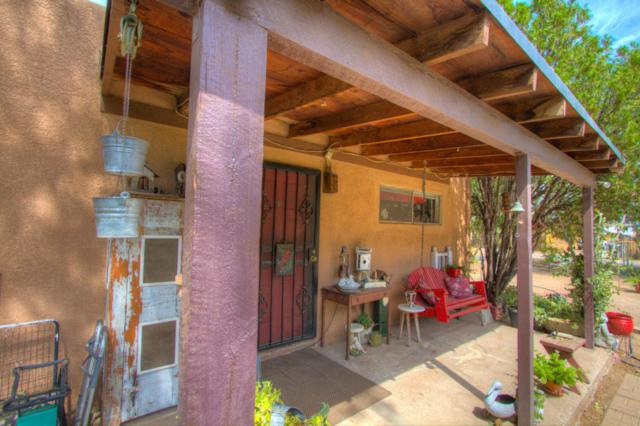 110 Vineyard Road NW, Albuquerque, NM 87107 (MLS #897989) :: Campbell & Campbell Real Estate Services