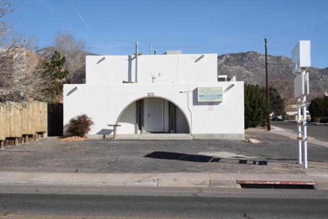 924 Chelwood Park Boulevard NE, Albuquerque, NM 87112 (MLS #909924) :: Campbell & Campbell Real Estate Services