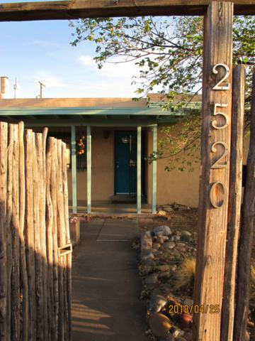 2520 Kathryn Avenue SE, Albuquerque, NM 87106 (MLS #927190) :: Campbell & Campbell Real Estate Services