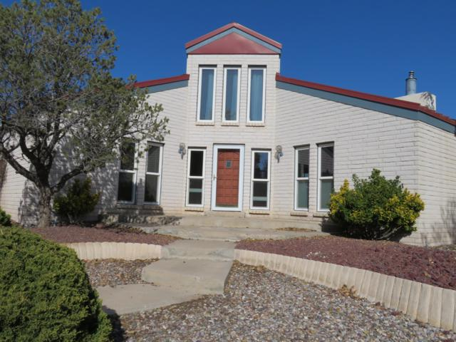 9657 Asbury Court NW, Albuquerque, NM 87114 (MLS #932310) :: The Bigelow Team / Realty One of New Mexico