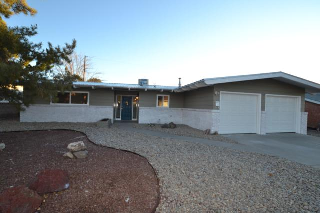 10424 Karen Avenue NE, Albuquerque, NM 87111 (MLS #934106) :: The Stratmoen & Mesch Team