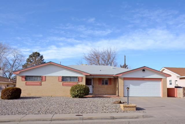 3221 Reina Drive NE, Albuquerque, NM 87111 (MLS #934564) :: The Stratmoen & Mesch Team