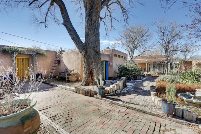 7609 Guadalupe Trail NW, Los Ranchos, NM 87107 (MLS #935239) :: The Bigelow Team / Realty One of New Mexico