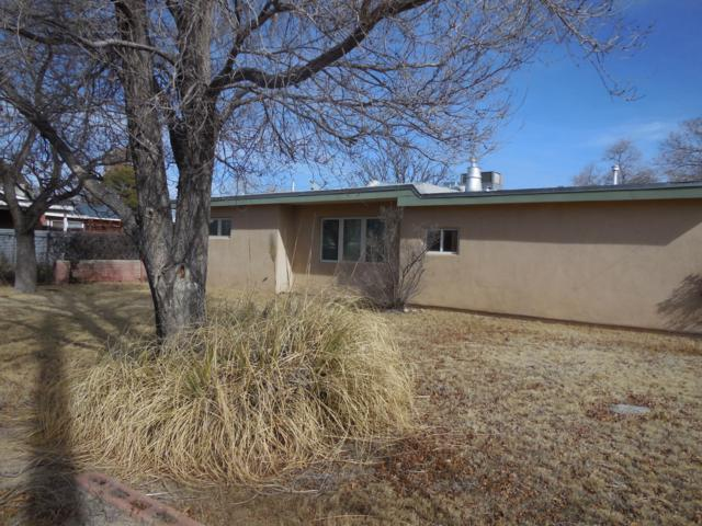 4100 Grande Drive NW, Albuquerque, NM 87107 (MLS #937701) :: The Bigelow Team / Realty One of New Mexico