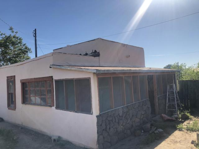 430 Towner Avenue NW, Albuquerque, NM 87102 (MLS #942598) :: Silesha & Company
