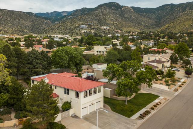 4920 Calle De Luna NE, Albuquerque, NM 87111 (MLS #944771) :: The Bigelow Team / Realty One of New Mexico