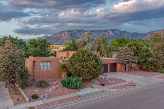 12925 Manitoba Drive NE, Albuquerque, NM 87111 (MLS #946708) :: The Bigelow Team / Realty One of New Mexico