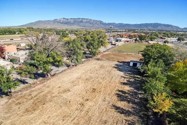 520 Calle Del Pajarito Street NW, Los Ranchos, NM 87114 (MLS #955424) :: The Bigelow Team / Red Fox Realty