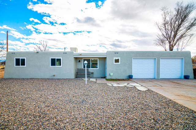 695 Valle Drive, Bosque Farms, NM 87068 (MLS #958770) :: Sandi Pressley Team