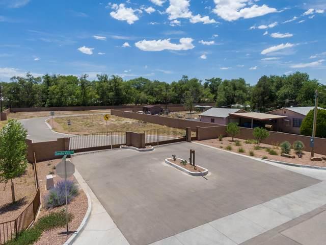 233 Valle Encantado Drive NW, Albuquerque, NM 87107 (MLS #963723) :: Berkshire Hathaway HomeServices Santa Fe Real Estate