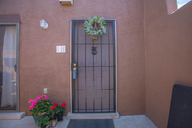 5801 Lowell Street NE 22B, Albuquerque, NM 87111 (MLS #967349) :: Campbell & Campbell Real Estate Services