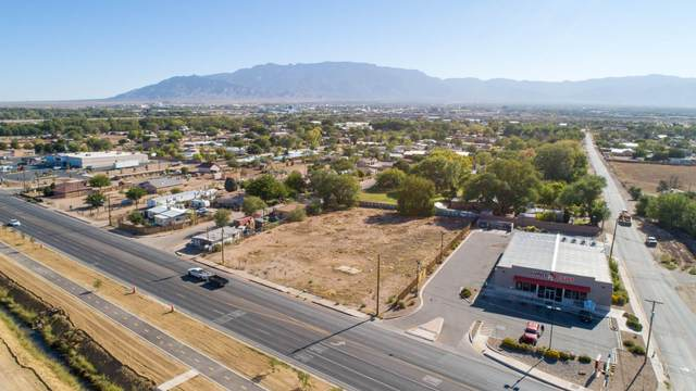 7930 2ND Street NW, Albuquerque, NM 87107 (MLS #978060) :: The Bigelow Team / Red Fox Realty