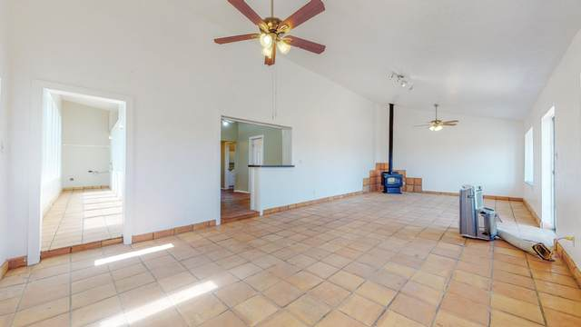 40 Skoal Lane, Moriarty, NM 87035 (MLS #978566) :: Berkshire Hathaway HomeServices Santa Fe Real Estate
