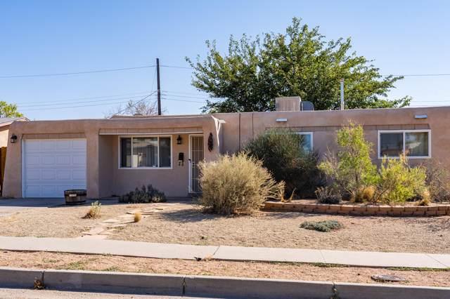 11620 La Cueva Lane NE, Albuquerque, NM 87123 (MLS #979811) :: Campbell & Campbell Real Estate Services