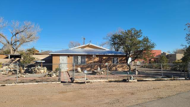 3130 Country View Road SW, Albuquerque, NM 87105 (MLS #983354) :: The Bigelow Team / Red Fox Realty