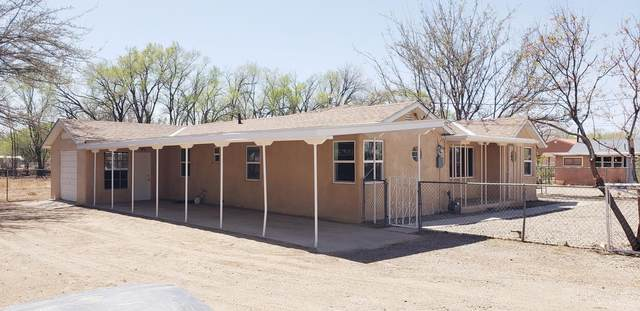 2106 Anthony Place SW, Albuquerque, NM 87105 (MLS #989308) :: The Buchman Group