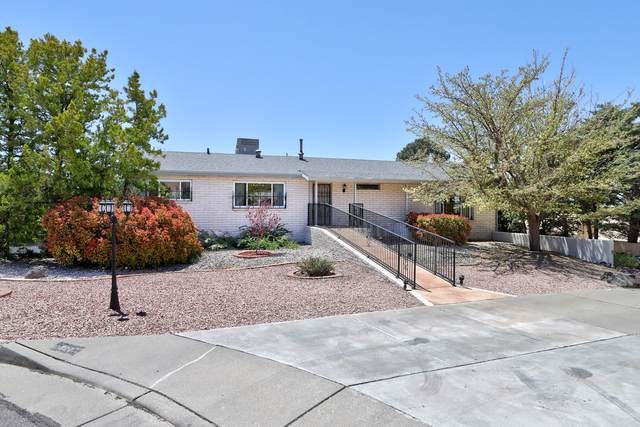 907 Poco Cerro Court SE, Albuquerque, NM 87123 (MLS #991472) :: The Buchman Group