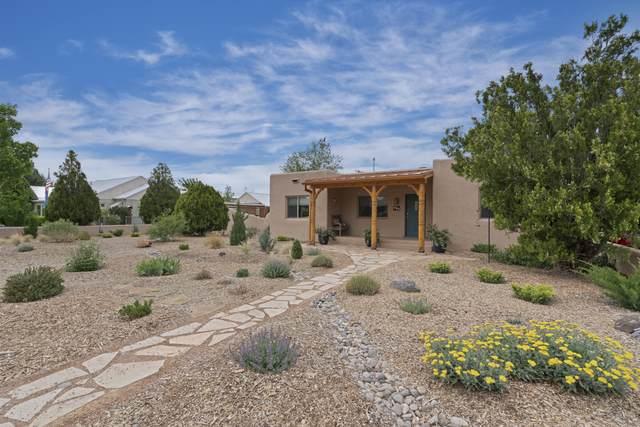 435 El Paraiso Drive NW, Los Ranchos, NM 87107 (MLS #993490) :: Keller Williams Realty