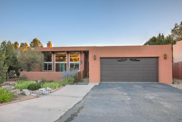 1945 Quail Run Loop NE, Albuquerque, NM 87122 (MLS #946733) :: Silesha & Company