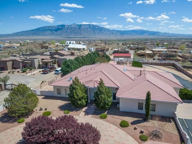 1016 Saratoga Drive NE, Rio Rancho, NM 87144 (MLS #965931) :: Sandi Pressley Team