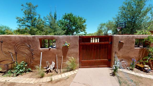 381 Riverside Drive, Santa Rosa, NM 88435 (MLS #969446) :: The Buchman Group