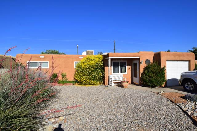 213 Moon Street NE, Albuquerque, NM 87123 (MLS #970748) :: Campbell & Campbell Real Estate Services