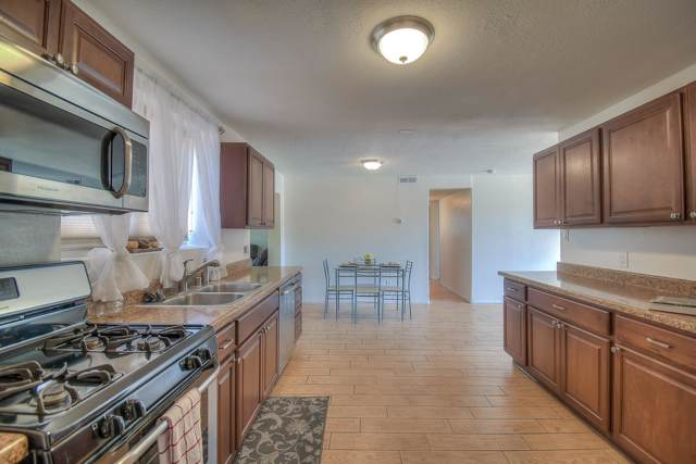 3511 La Veta Drive NE, Albuquerque, NM 87110 (MLS #952391) :: Campbell & Campbell Real Estate Services