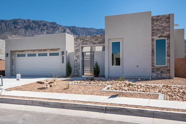 814 Mountain Hawk Drive NE, Albuquerque, NM 87122 (MLS #965900) :: Campbell & Campbell Real Estate Services