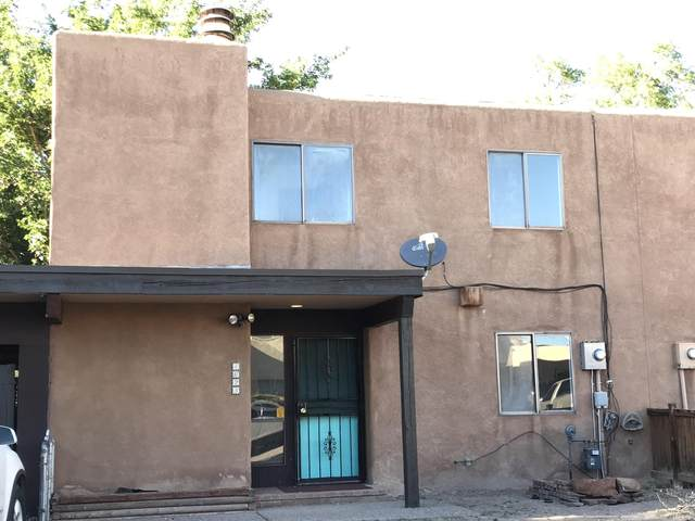 4623 La Vida Nueva Del Norte SW, Albuquerque, NM 87105 (MLS #968488) :: The Buchman Group
