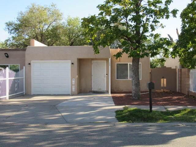 1720 Sirius Avenue SW, Albuquerque, NM 87105 (MLS #1002762) :: Sandi Pressley Team