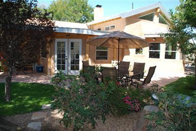 8124 Guadalupe Trail NW, Los Ranchos, NM 87114 (MLS #895163) :: Rickert Property Group
