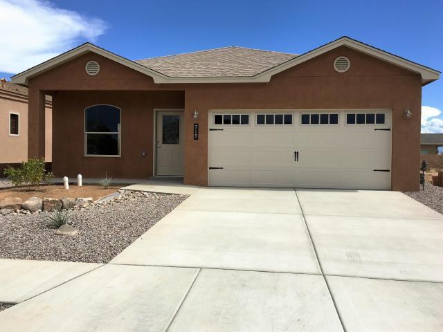 307 Sunrise Bluffs, Belen, NM 87002 (MLS #896602) :: Silesha & Company