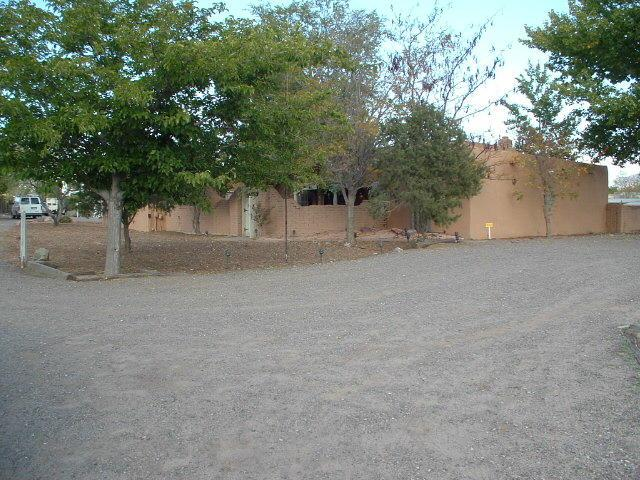 1120 Mission Valley Road, Corrales, NM 87048 (MLS #906272) :: Campbell & Campbell Real Estate Services