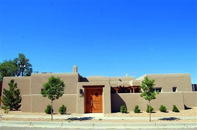 1120 Las Lomas NE, Albuquerque, NM 87106 (MLS #909223) :: Campbell & Campbell Real Estate Services