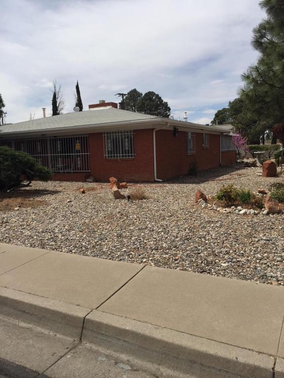 1423 Solano Drive NE, Albuquerque, NM 87110 (MLS #915225) :: Will Beecher at Keller Williams Realty