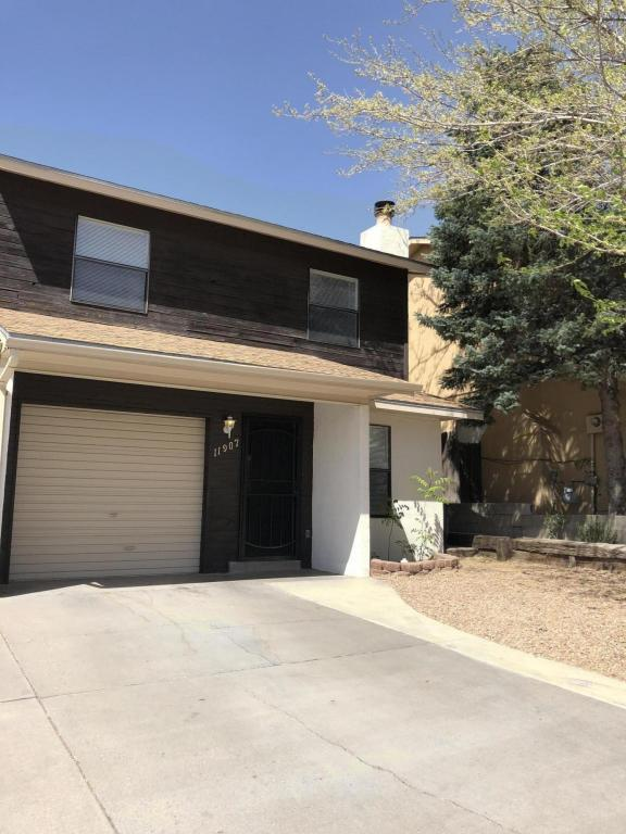 11907 Lombard Lane NE, Albuquerque, NM 87123 (MLS #916428) :: Campbell & Campbell Real Estate Services